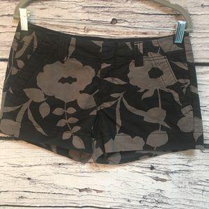 Old Navy Black/Gray Floral Short-Shorts. Size 2.